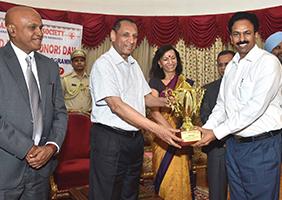 Receiving award from Governor Sri E.S Lakshmi Narasimhan